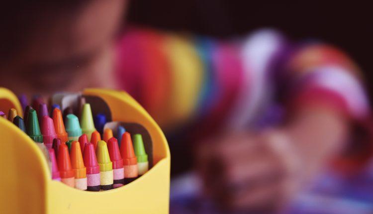 Ny undersøkelse: Språkstimulering i barnehage er effektivt også når assistenter gir tiltaket