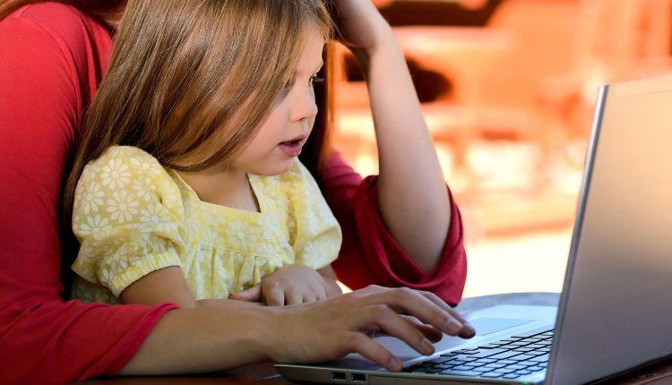 Hva sier forskning om effekter av skolestenging og av digital undervisning?